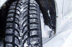 Voiture pneus neige